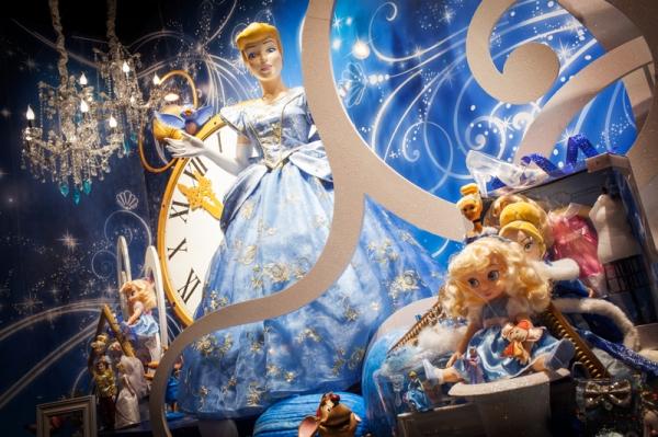 Disney-Christmas-window-displays-Galeries-Lafayette
