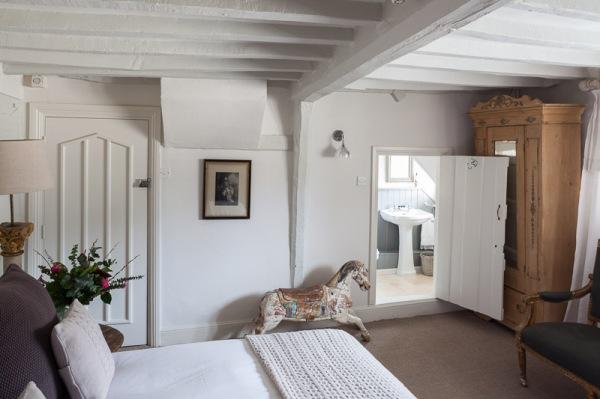 the-lion-inn-bedroom-2