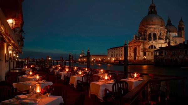 Club_del_Doge_Restaurant_Terrace_at_the_night