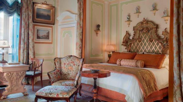HemingwaySuitebedroom