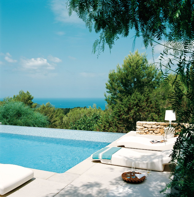 Piscina-vistas-mar-mediterraneo-casa-Ibiza-home-swimming-pool-Mediterrenean-sea-views