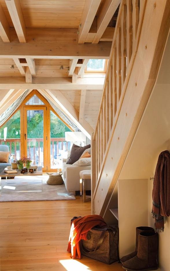 entrada_al_salon_con_suelo_techos_y_paredes_de_madera_804x1280