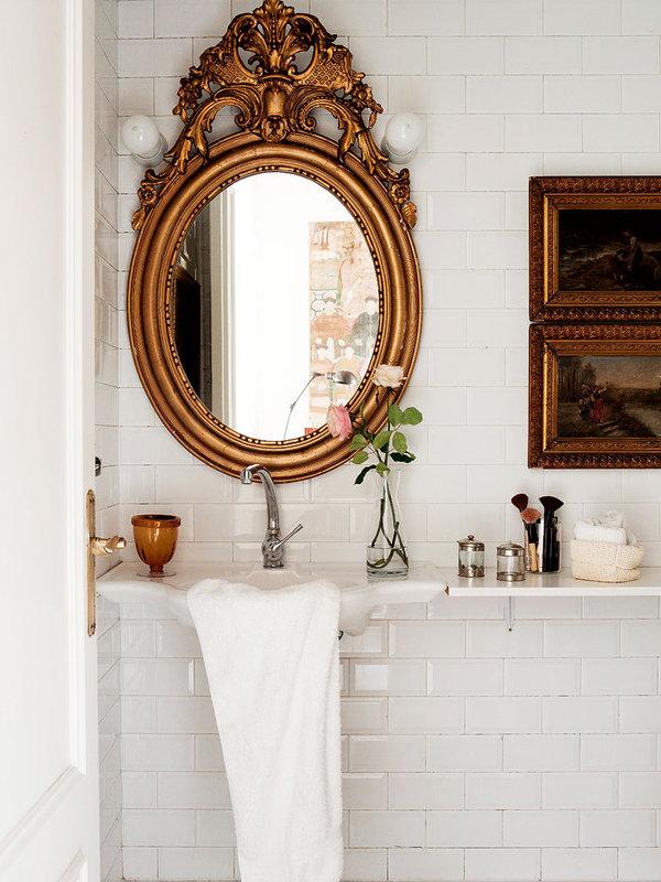 look-femenino-en-el-cuarto-de-bano_ampliacion