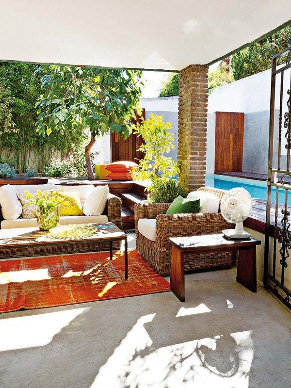 salon-al-aire-libre-con-acceso-a-la-piscina_ampliacion