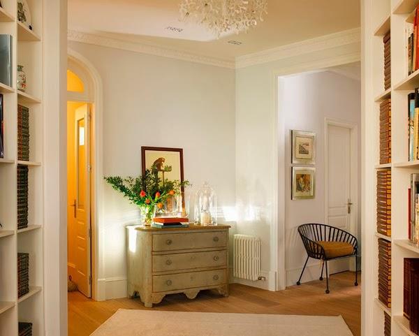 stylish-apartment-in-Barcelona-hallway