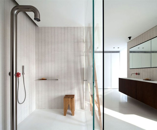 bathroom-glass-wall-shower