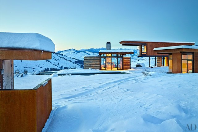 item1.rendition.slideshowHorizontal.olson-kundig-architects-achison-cascade-mountain-home-02-exterior-wm