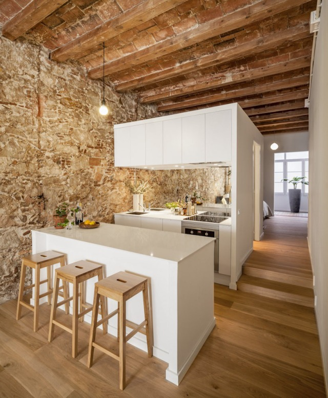 Les-Corts-Stone-Wall-Apartment_1