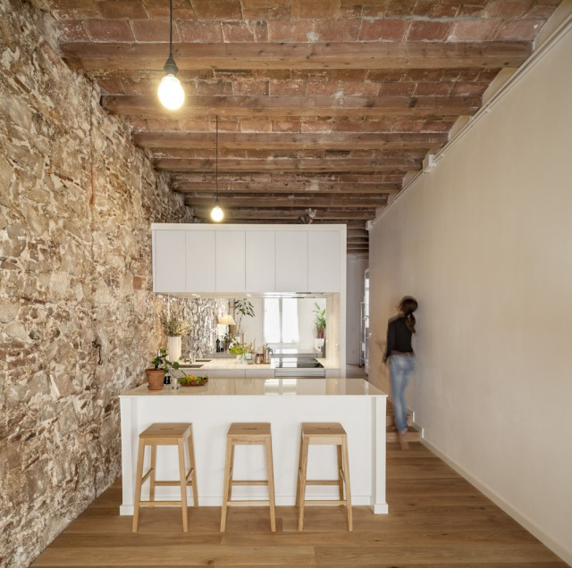 Les-Corts-Stone-Wall-Apartment_2