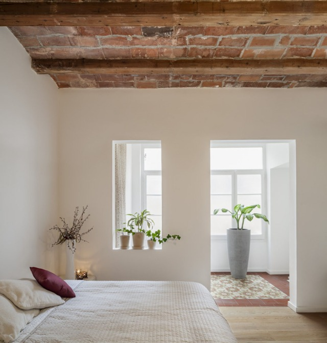Les-Corts-Stone-Wall-Apartment_5