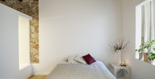 Les-Corts-Stone-Wall-Apartment_6
