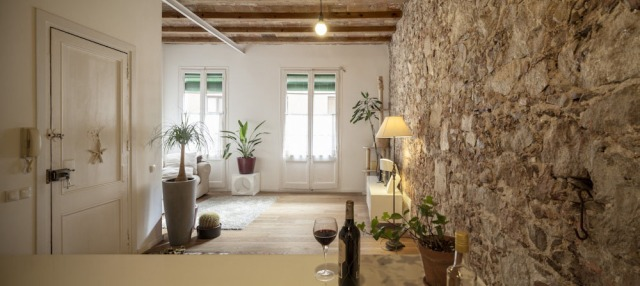 Les-Corts-Stone-Wall-Apartment_9