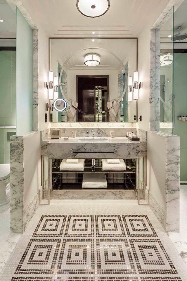 8111-bathroom-classic