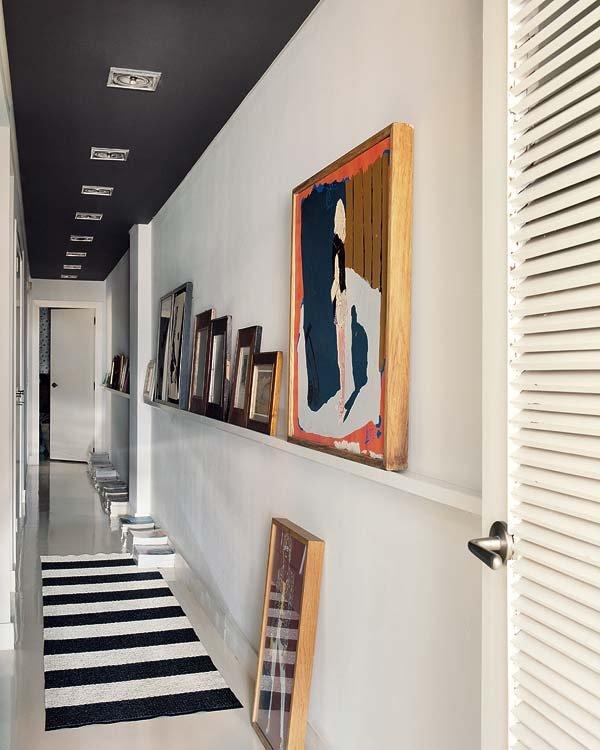 una-galeria-de-arte-en-el-pasillo_ampliacion
