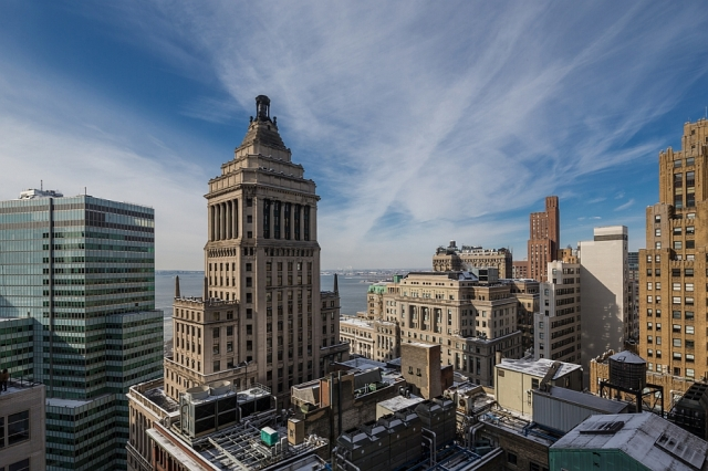 amazing-views-of-the-NYC-skyline-from-the-penthouse-on-Setai-Wall-Street