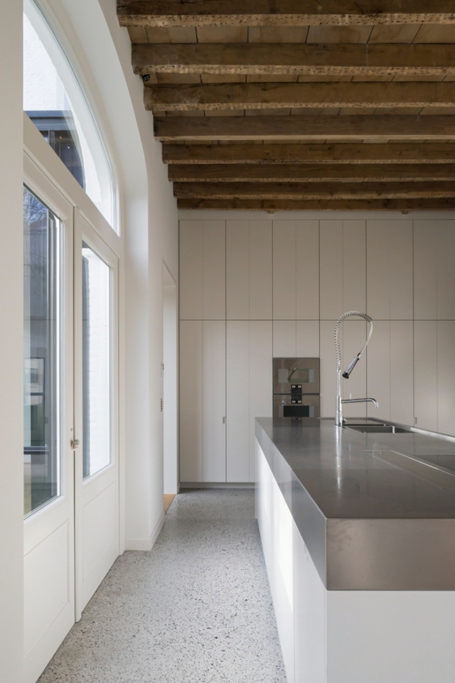 cement-floor-stainless-steel-counter