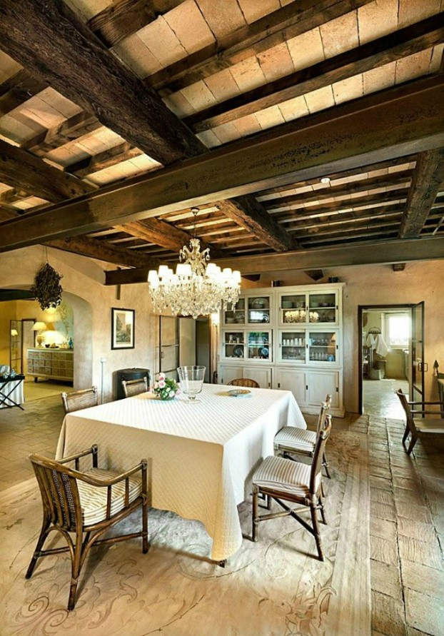conuntry-rustic-interior-with-wood-beams-4-622x891