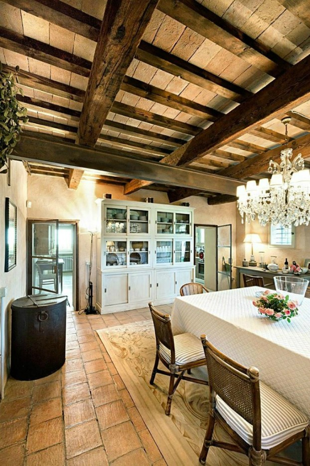 conuntry-rustic-interior-with-wood-beams-5-622x933
