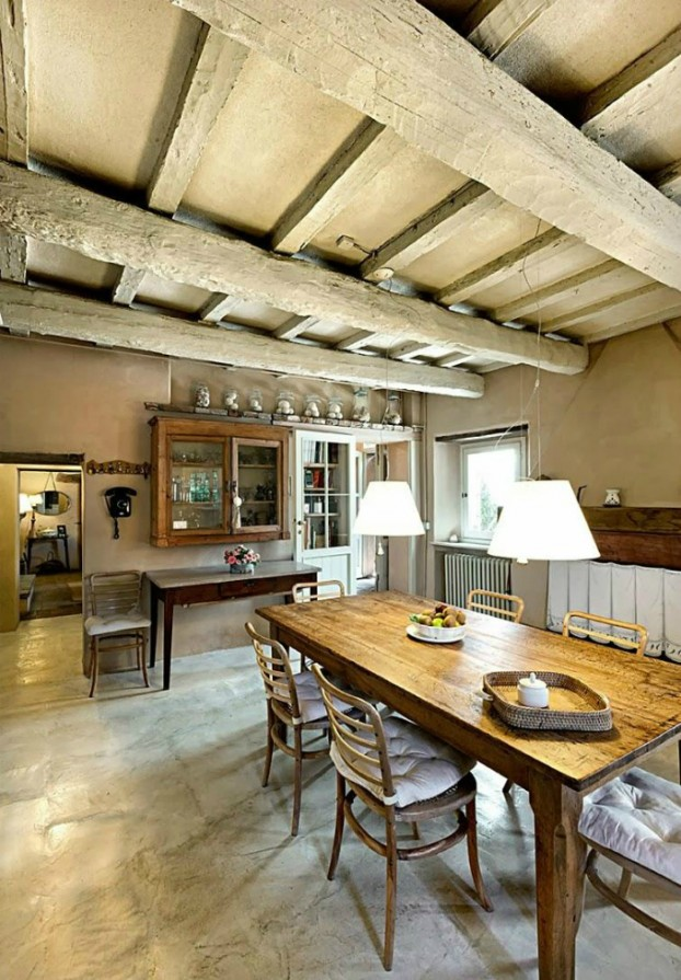 conuntry-rustic-interior-with-wood-beams-6-622x895
