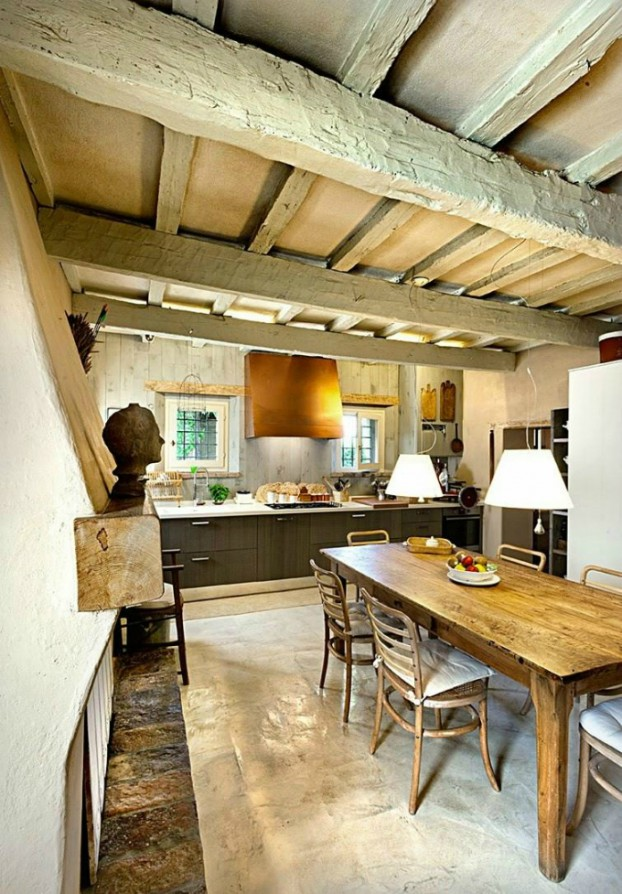 conuntry-rustic-interior-with-wood-beams-7-622x894