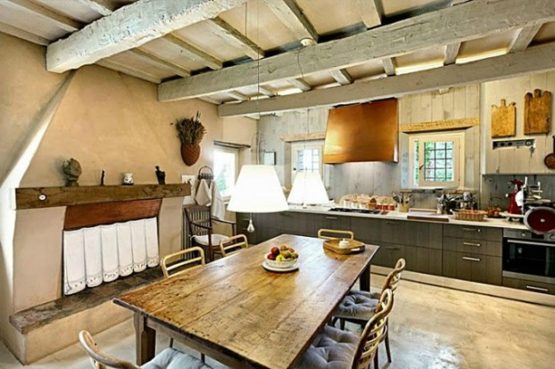 conuntry-rustic-interior-with-wood-beams-8-622x414