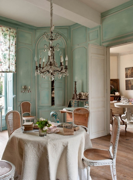 french-historic-mansion-10