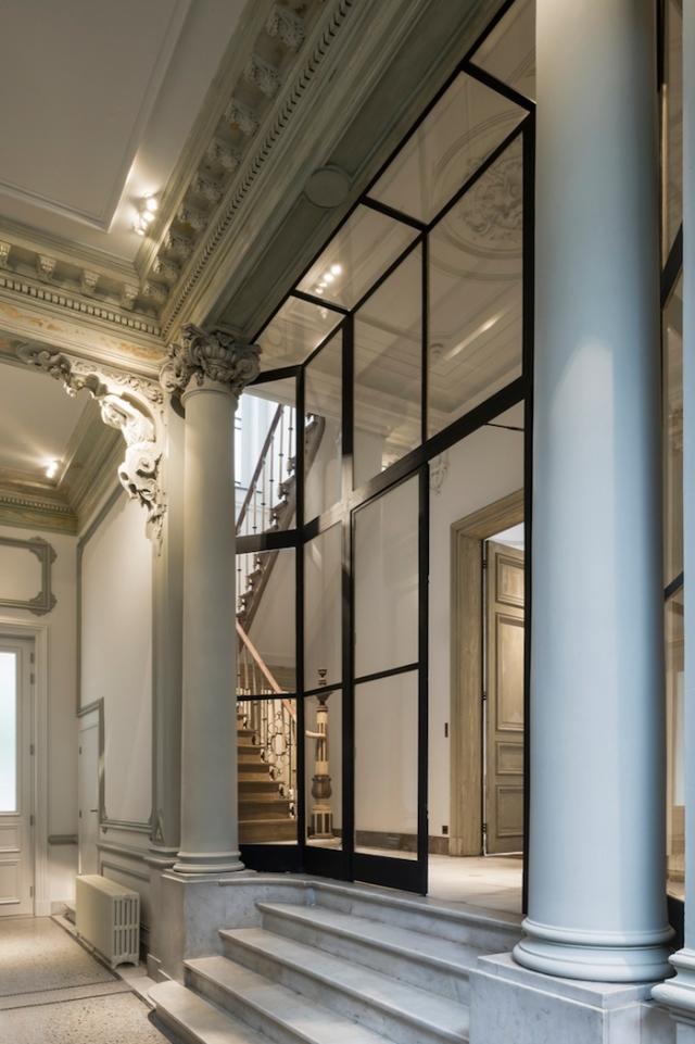 marble-columns-black-steel