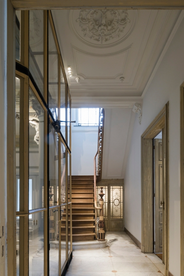 marble-floor-timber-stairs