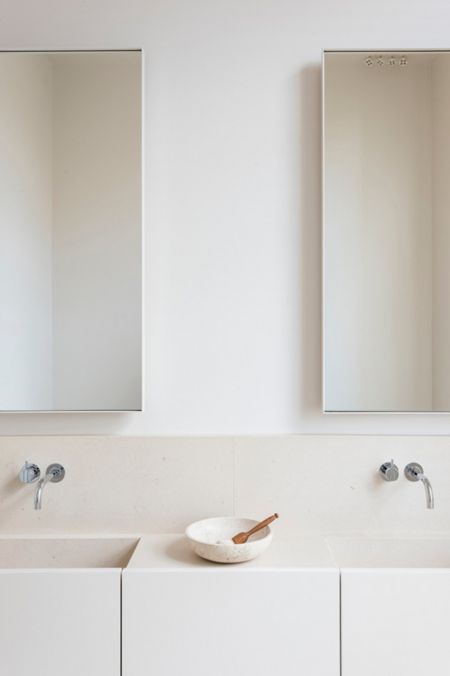 neutral-minimal-bathroom