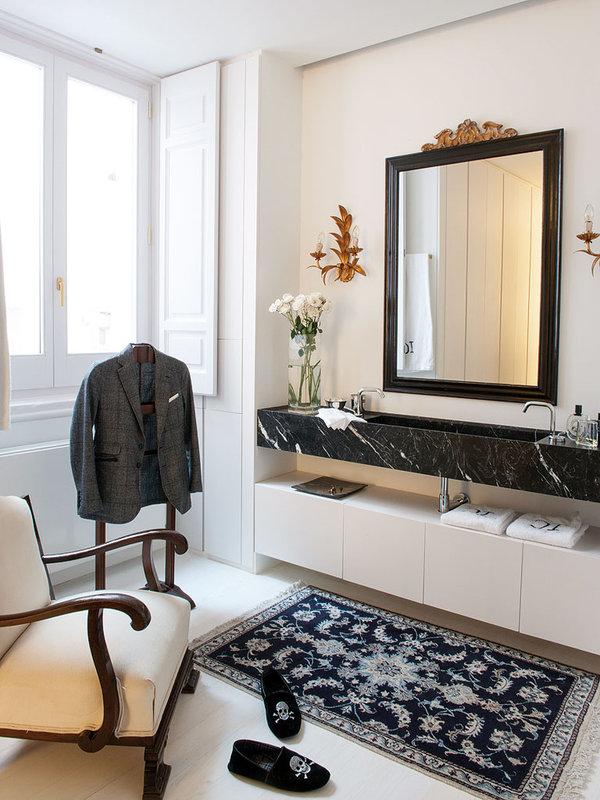 cuarto-de-bano-con-pieza-de-marmol-negro_ampliacion