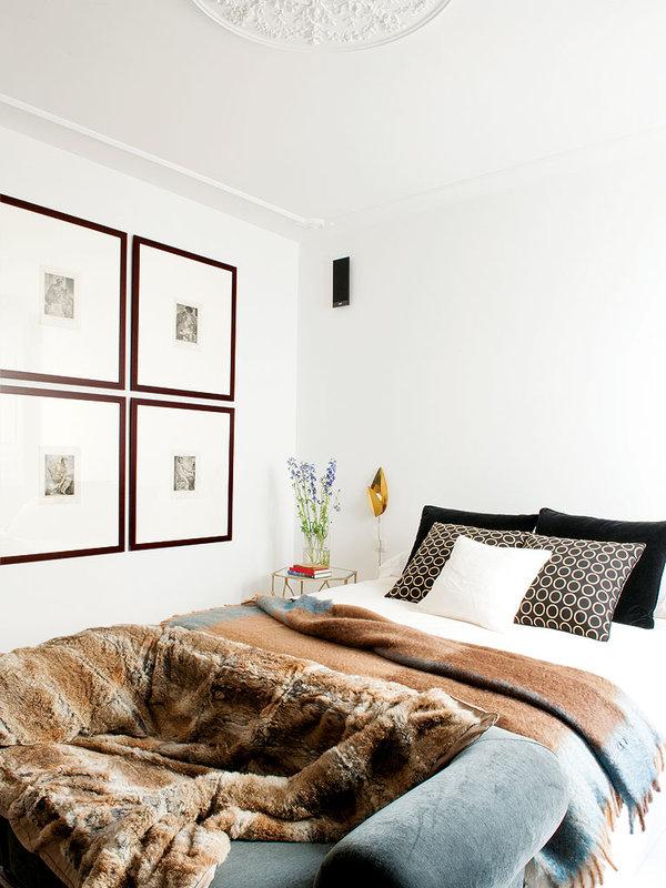 el-dormitorio-con-grandes-cuadrantes-de-tela_ampliacion