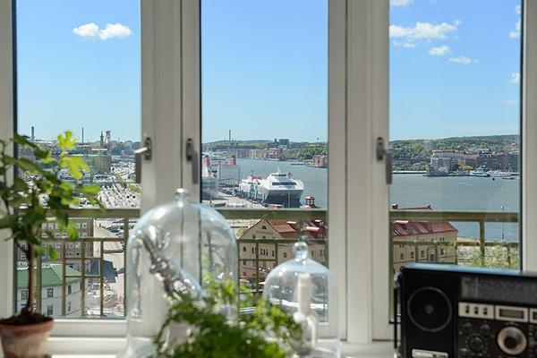 Stylish-Renovated-Apartment-Sweden-04-1-Kindesign
