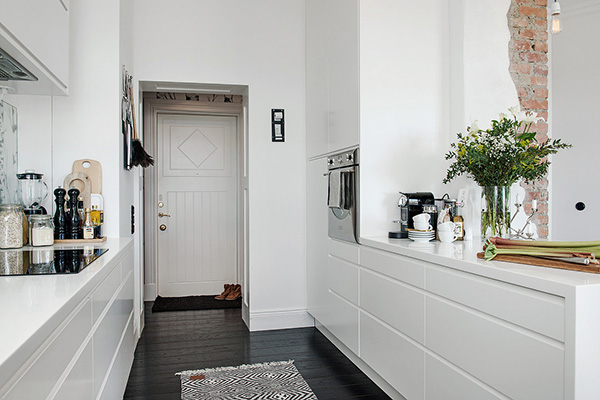 Stylish-Renovated-Apartment-Sweden-09-1-Kindesign