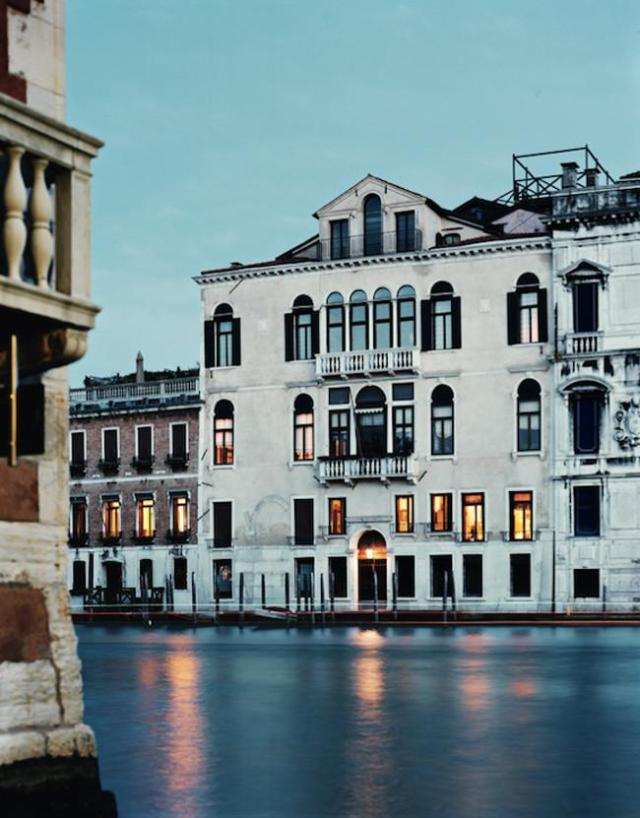 Venetian-Palace-Restored-by-Axel-Vervoodt-03