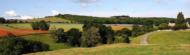780px-Cotswolds_Panorama_Fields