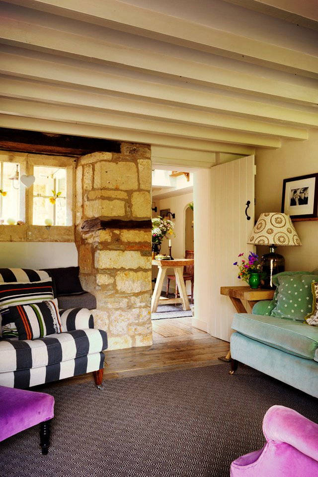 AD-18th-Century-Cottage-In-The-Cotswolds-03