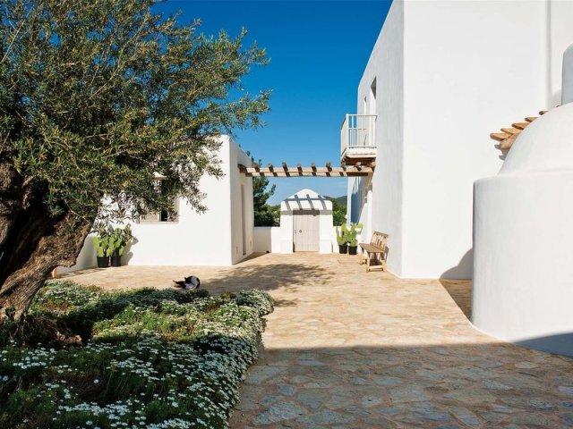 casa-con-paredes-blancas_ampliacion