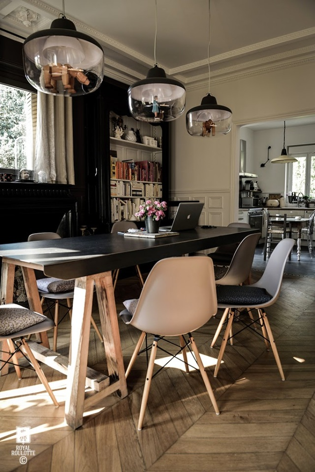 ROYAL_ROULOTTE_DINING_ROOM_EAMES2